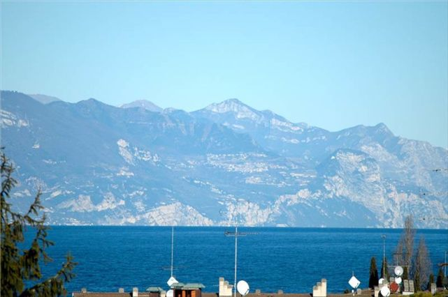 Apartment of 260 sqm. Panoramic View of Lake Garda