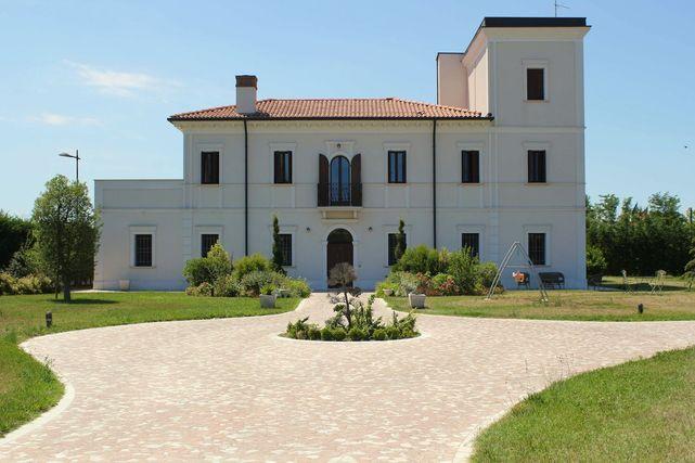 Villa di lusso vicina al mare for Immagini di case antiche