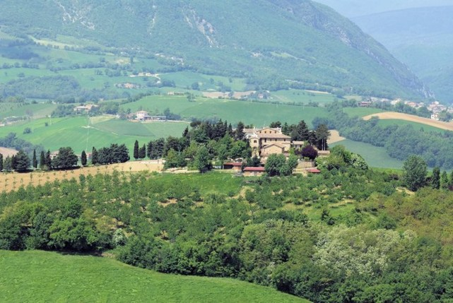 VILLA SEC XIX. FULLY RESTORED IN THE HILLS OF THE MARCHE REGION