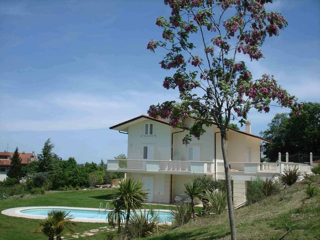 LUXURY VILLA SEA VIEW LOCATED IN THE HILLS ABOVE THE CITY 'OF PESARO