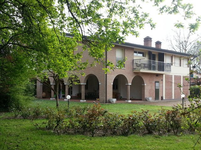 Luxury villa located in a private area just 9 Km from Ferrara